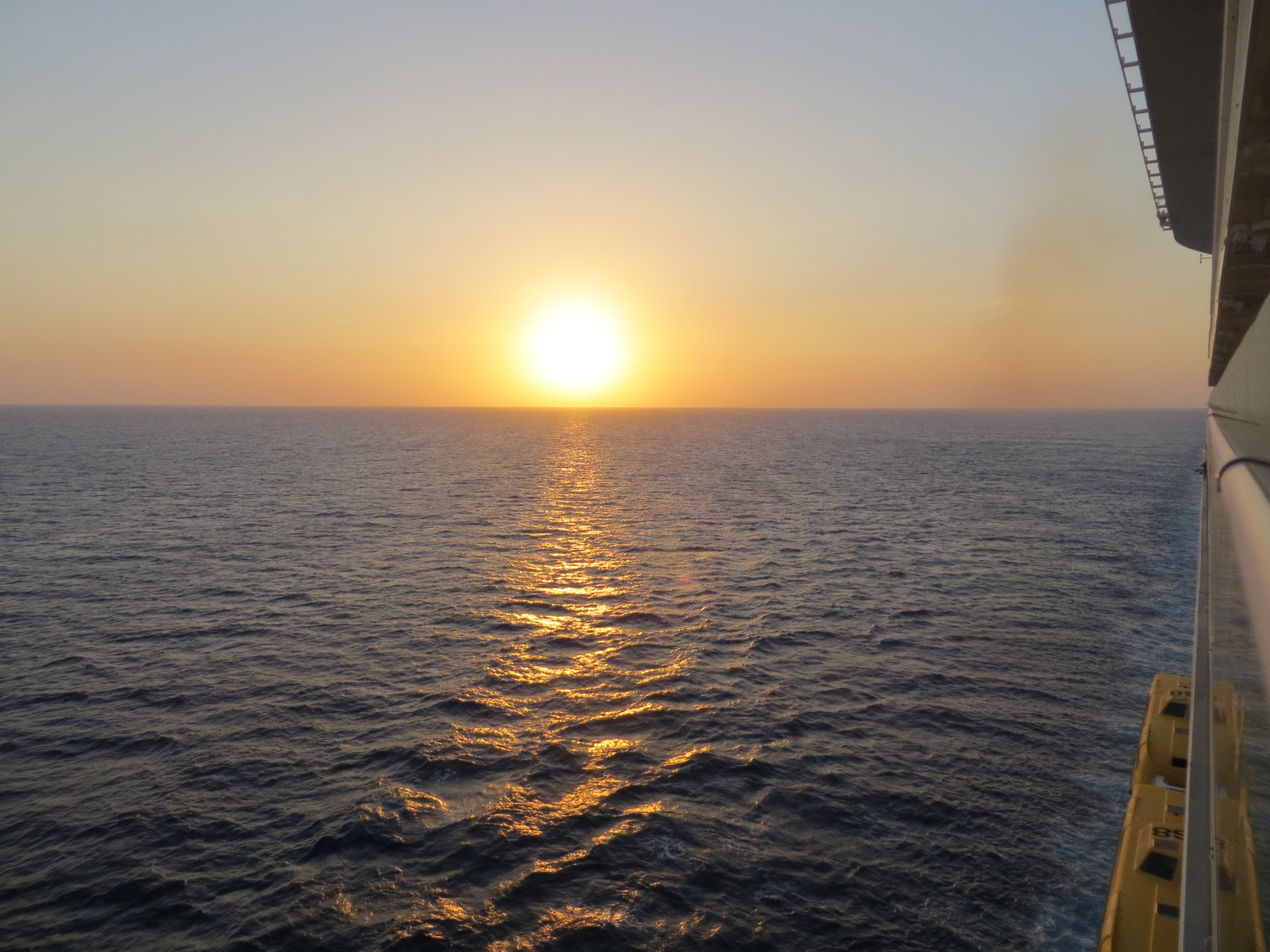 Solnedgang fra utvendig balkong