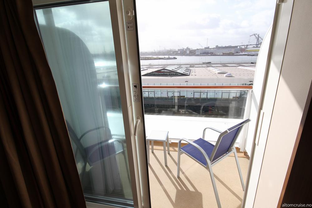 Med en balkong kan du sitte og nyte sjøutsikten i fred og ro
