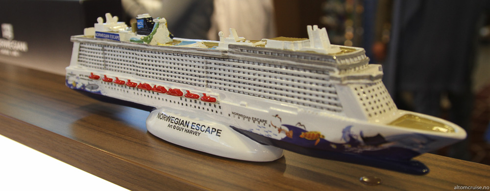 Norwegian Escape i miniatyr får du ombord i Norwegian Cruise Line gift shop