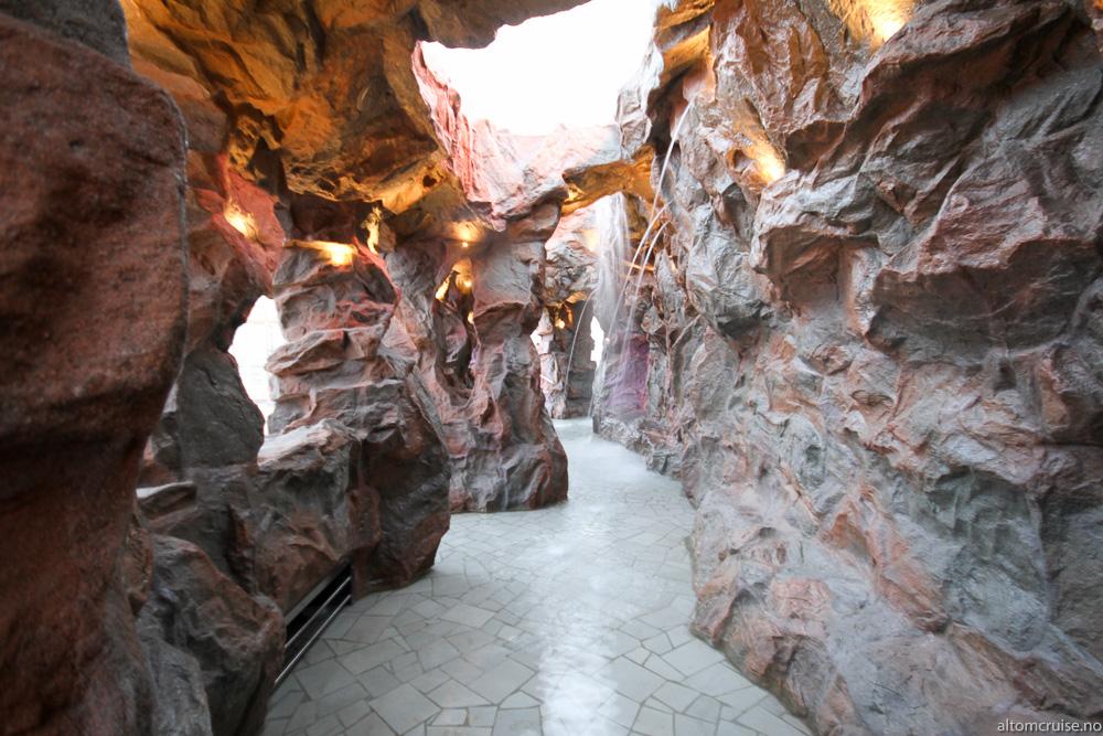 For å kjøle deg ned i den karibiske solen, ta turen innom Grotto
